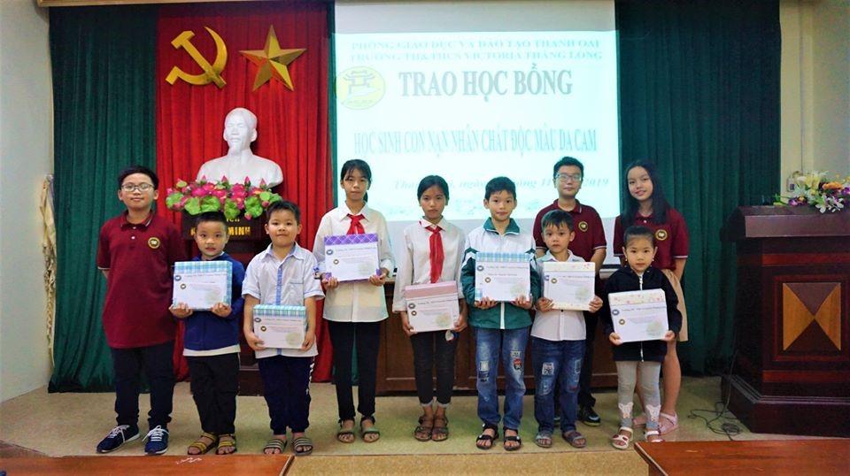 Victoria Thăng Long trao quà từ thiện tại Thanh Oai